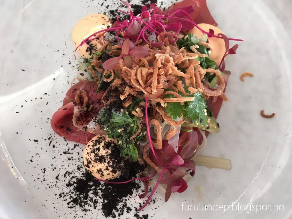 Restaurant Sillen & Makrillen, smaksrikt og vakkert - utsøkt forrett med roastbiff