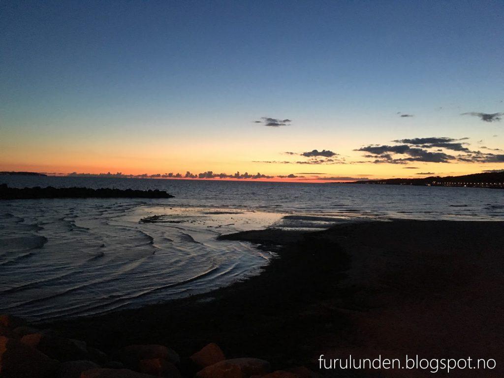 Sillen & Makrillen ligger helt nede i sjøkanten - kort avstand over til Danmark