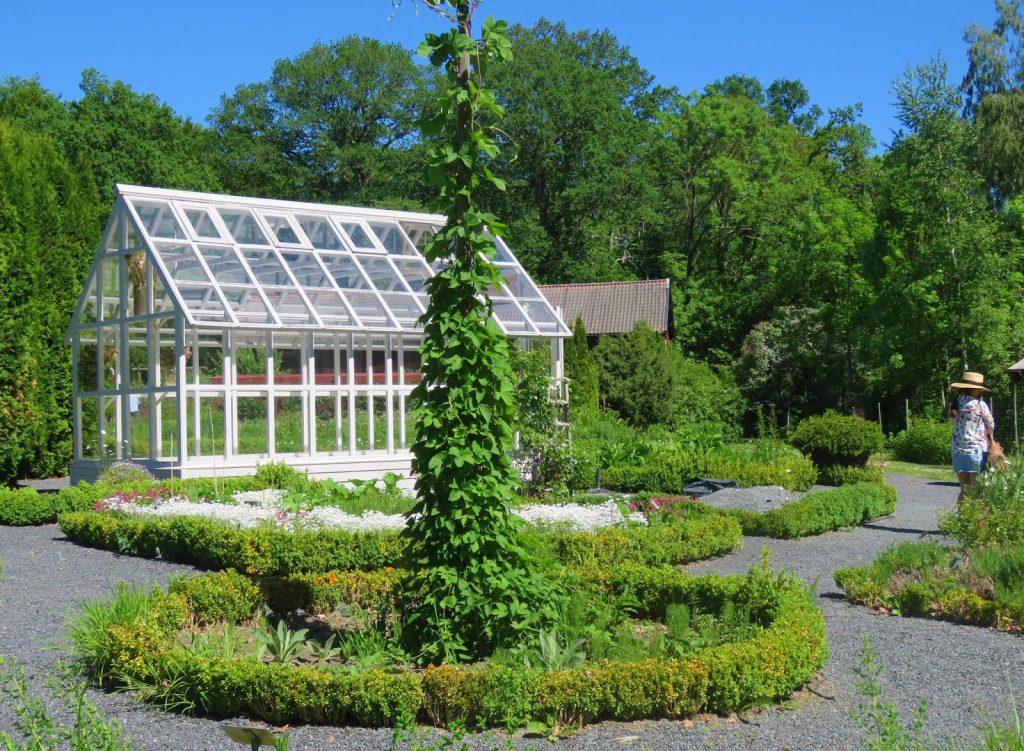 Drivhus i Wisingsborg Trädgård på Visingsö i Vättern, Småland