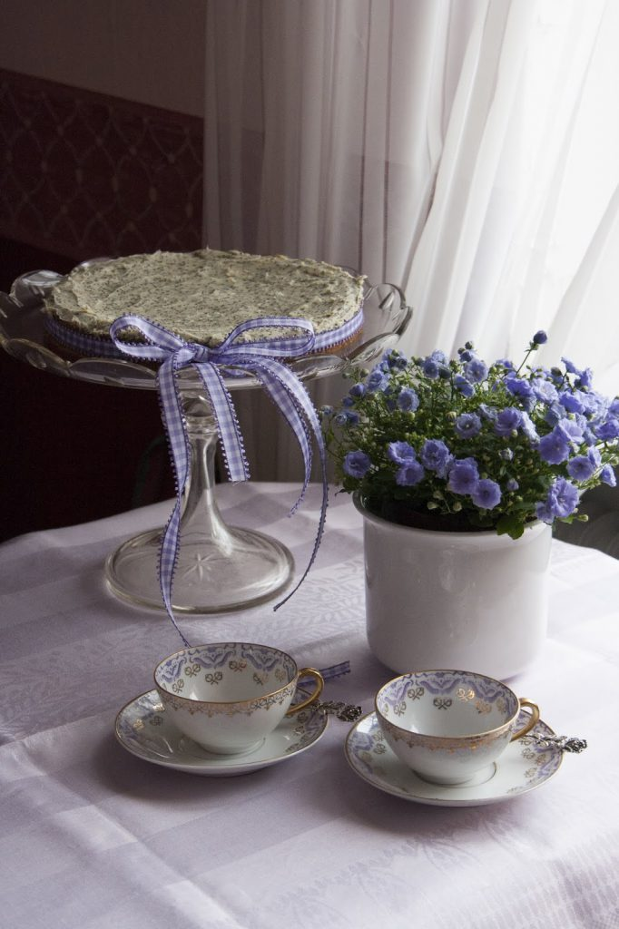Lavendel og krydderurter - vinn bøker! Lavendelkake og kaffe