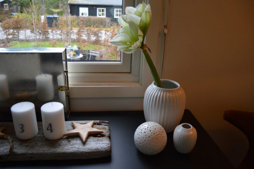 Mitt juleverksted: Lag et adventsarrangement på rekved. Kählervaser og adventsdekor på drivved. Furulunden