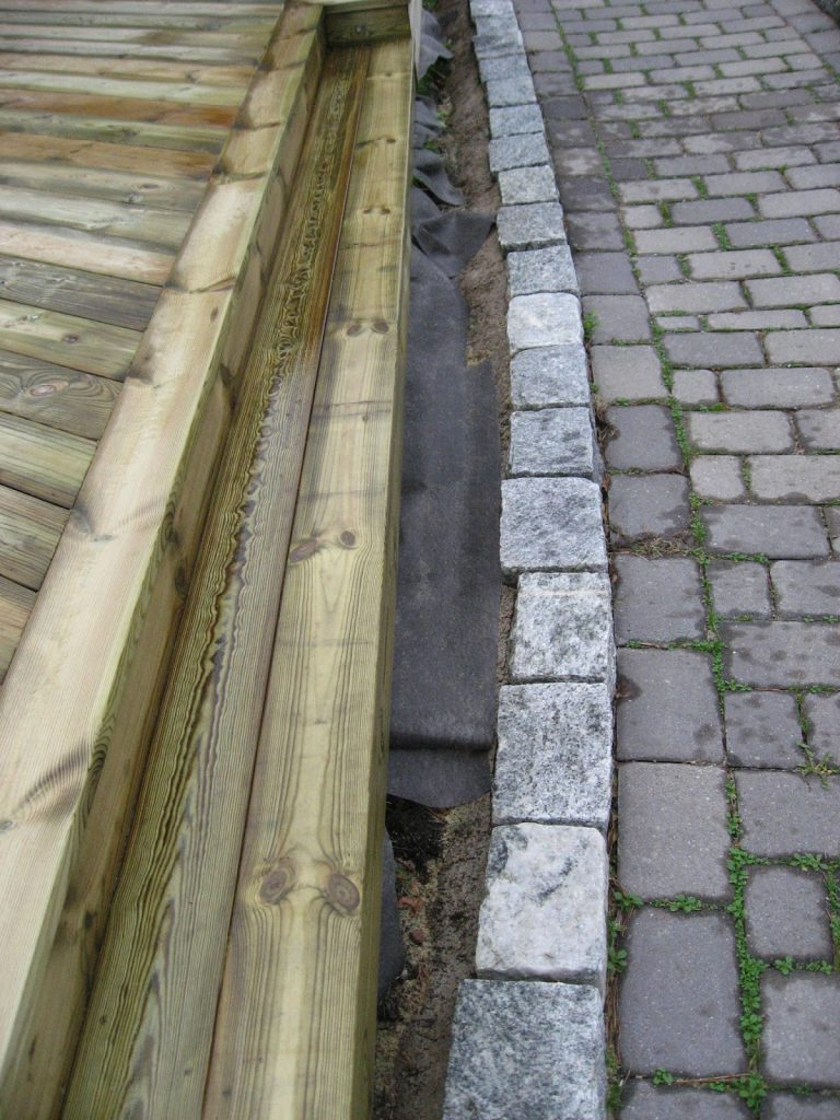 Bygge terrasse - tips. Siste trinnet skal på plass. Furulunden