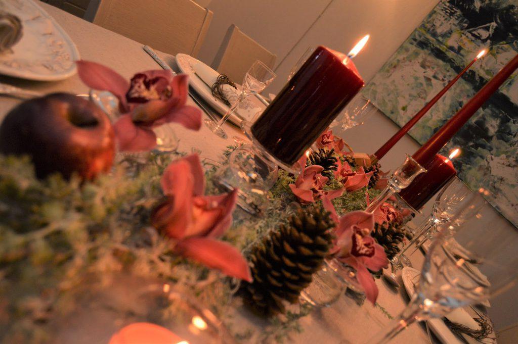 Nærbilde av serviettringer på julebordet. Furulunden DSC_0094