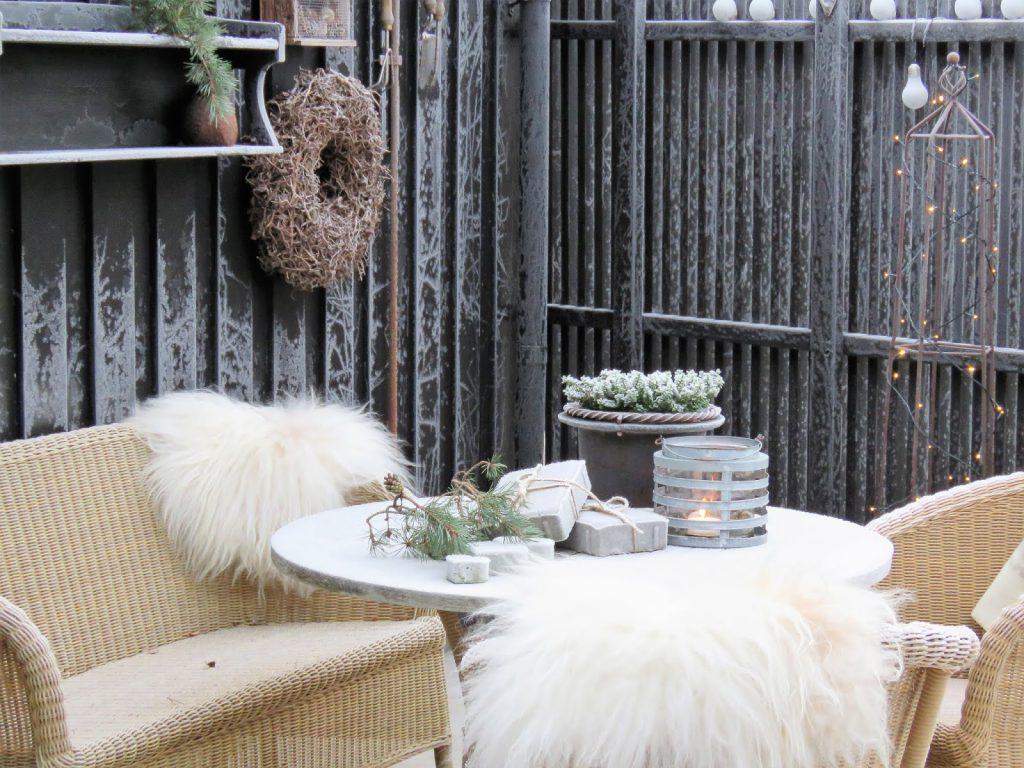 Rimfrost har kommet i hagen min. Rim på veggene på terrassen i Furulunden IMG_0069
