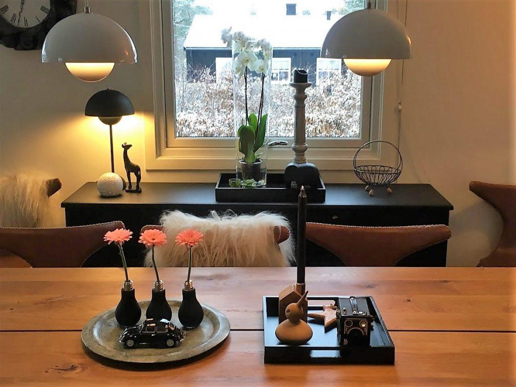 Tips til bruk av Gerbera Gerbera i vaser på spisebordet IMG_4049 (2)-min