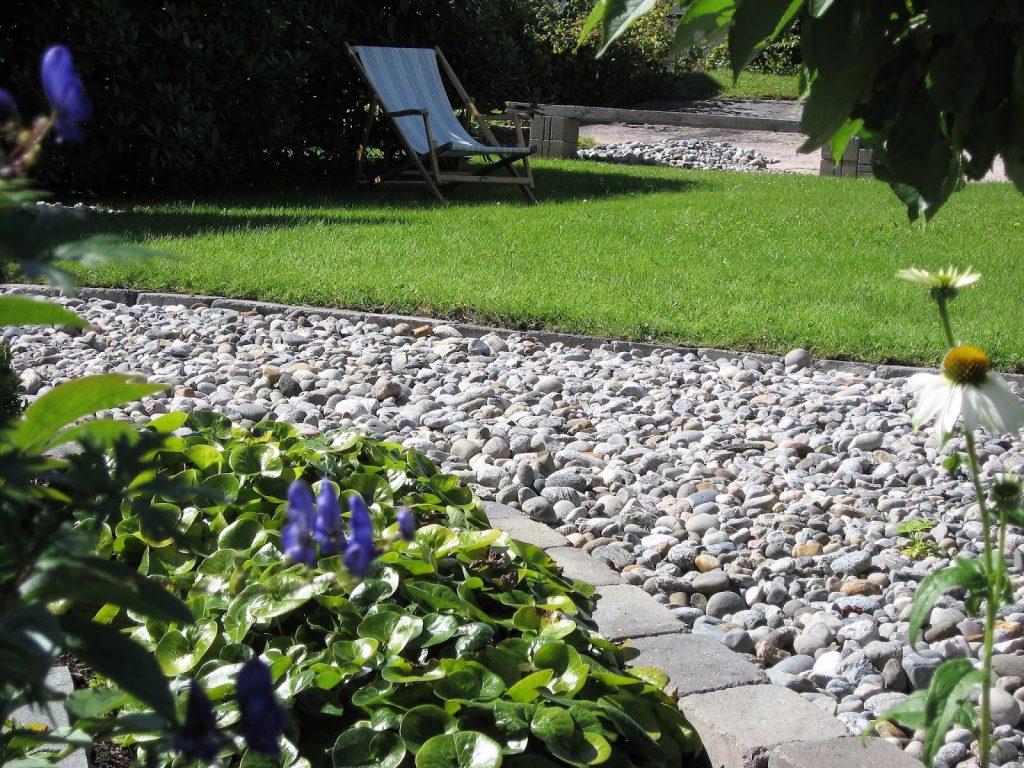 Elvestein er brukelig på flere måter i hagen - Elvesinte lagt som et gangareal IMG_5567 (2)-min
