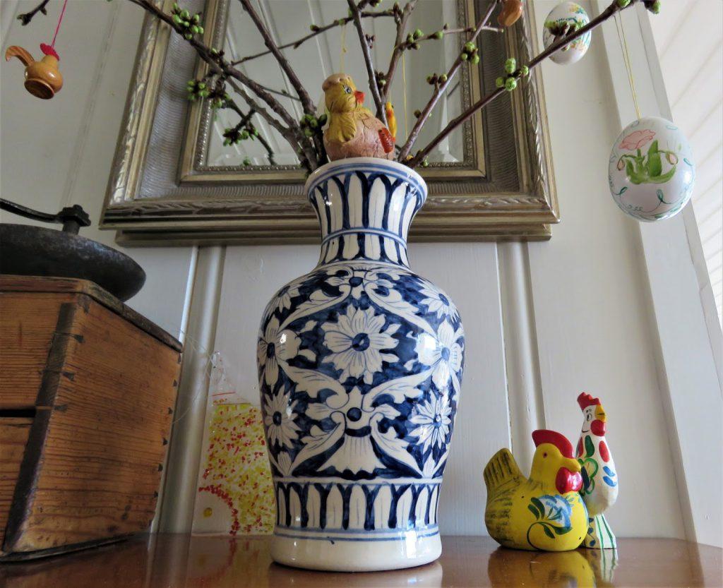 Påske + gult = sant? - Vase med kvister og påskepynt