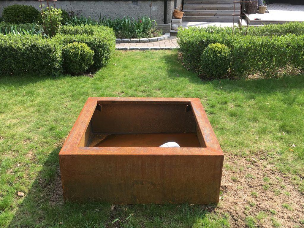 Prosjekt vannbord er i gang, med bedkanter fra Everedge - vannbordet venter IMG_5816-min
