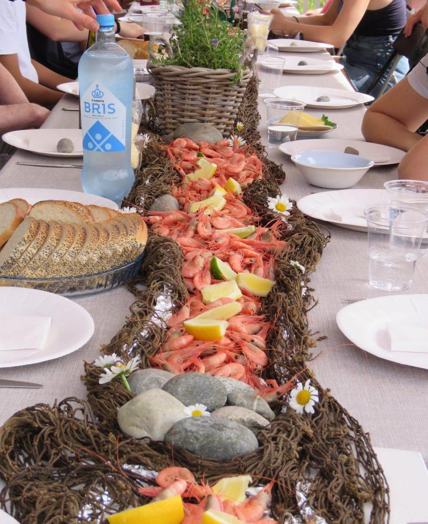 Enkel borddekking til familiens sommerfest på hytta - så enkelt med rekeservering IMG_5374 (2)-min