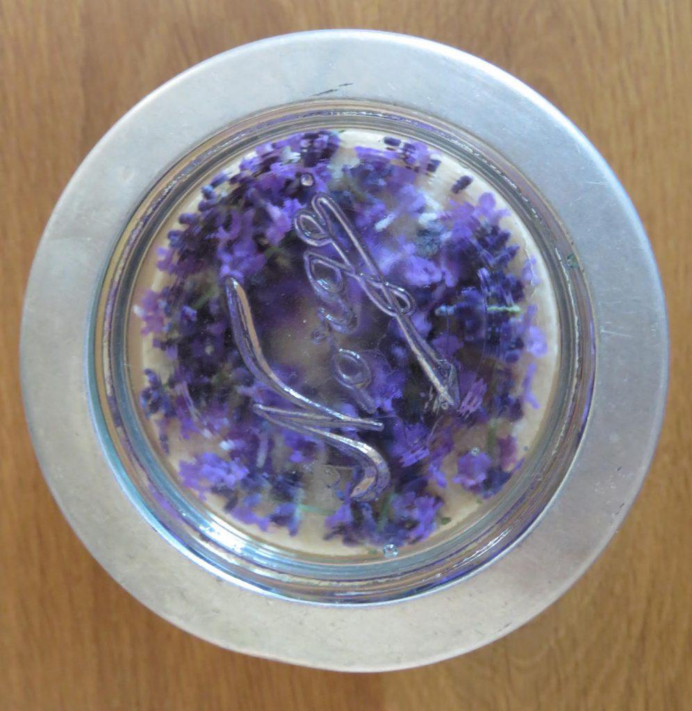 Lavendelsukker lagres på Norgesglass