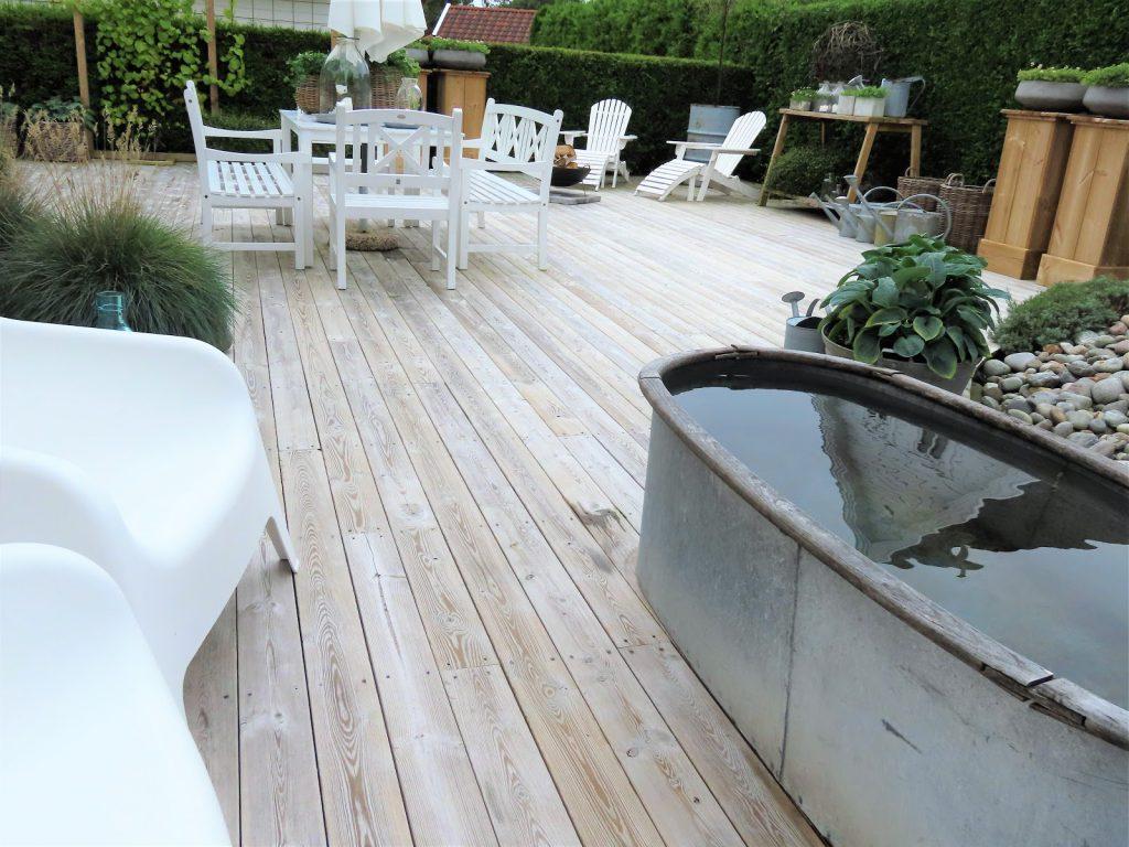 Å ha terrasse som hage - Sink er en av elementene som det er mye av her IMG_3446 (2)