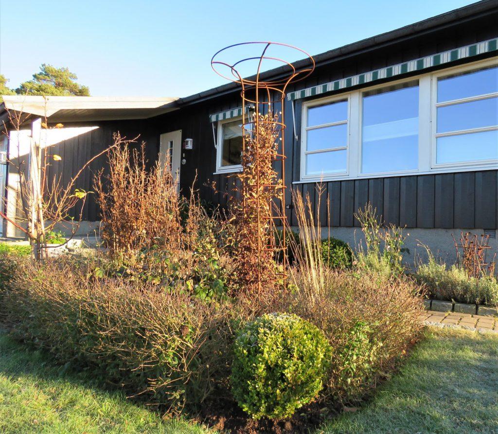 Rektangulært bed nr. 1 gjennom fire årstider - Bedet i høstskrud