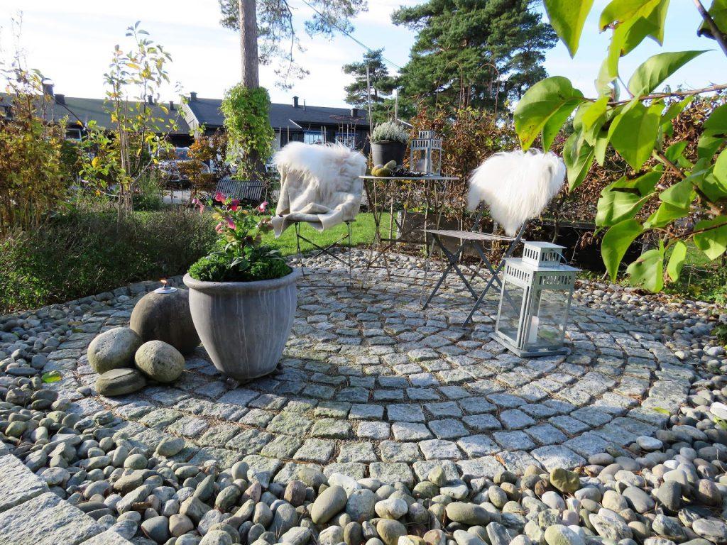 Når høsten inntar sirkelen i Furulunden - her sette fra inngangspartiet IMG_2998 (2)-min