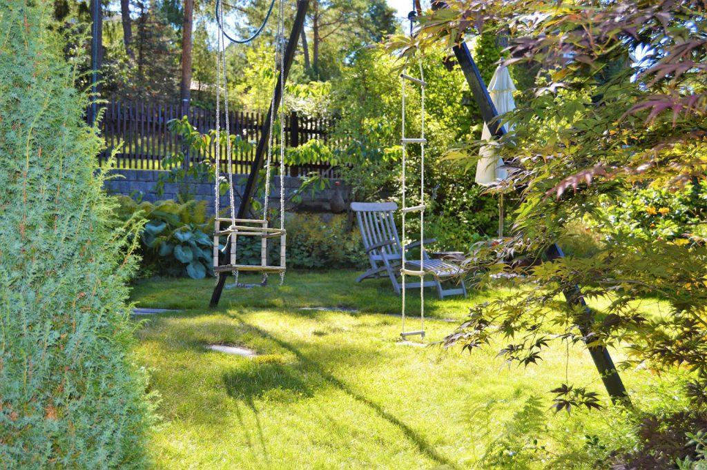 Se en hage i harmoni med seg selv - Huskestativer. Furulunden