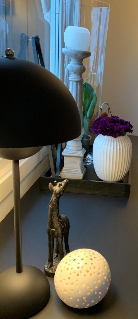 Advent-på-skjenken-i-stuen-interiørdekor-IMG_4600-2-min