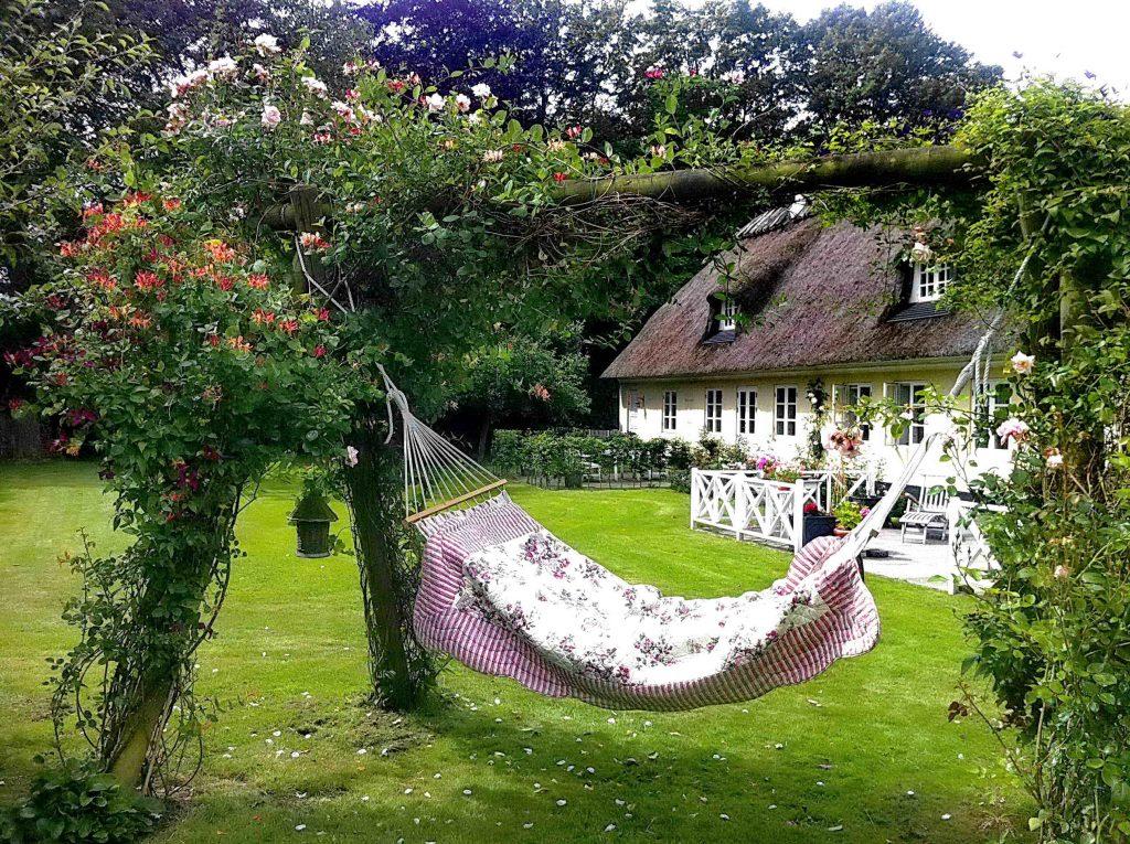 Hengekøye i en hage