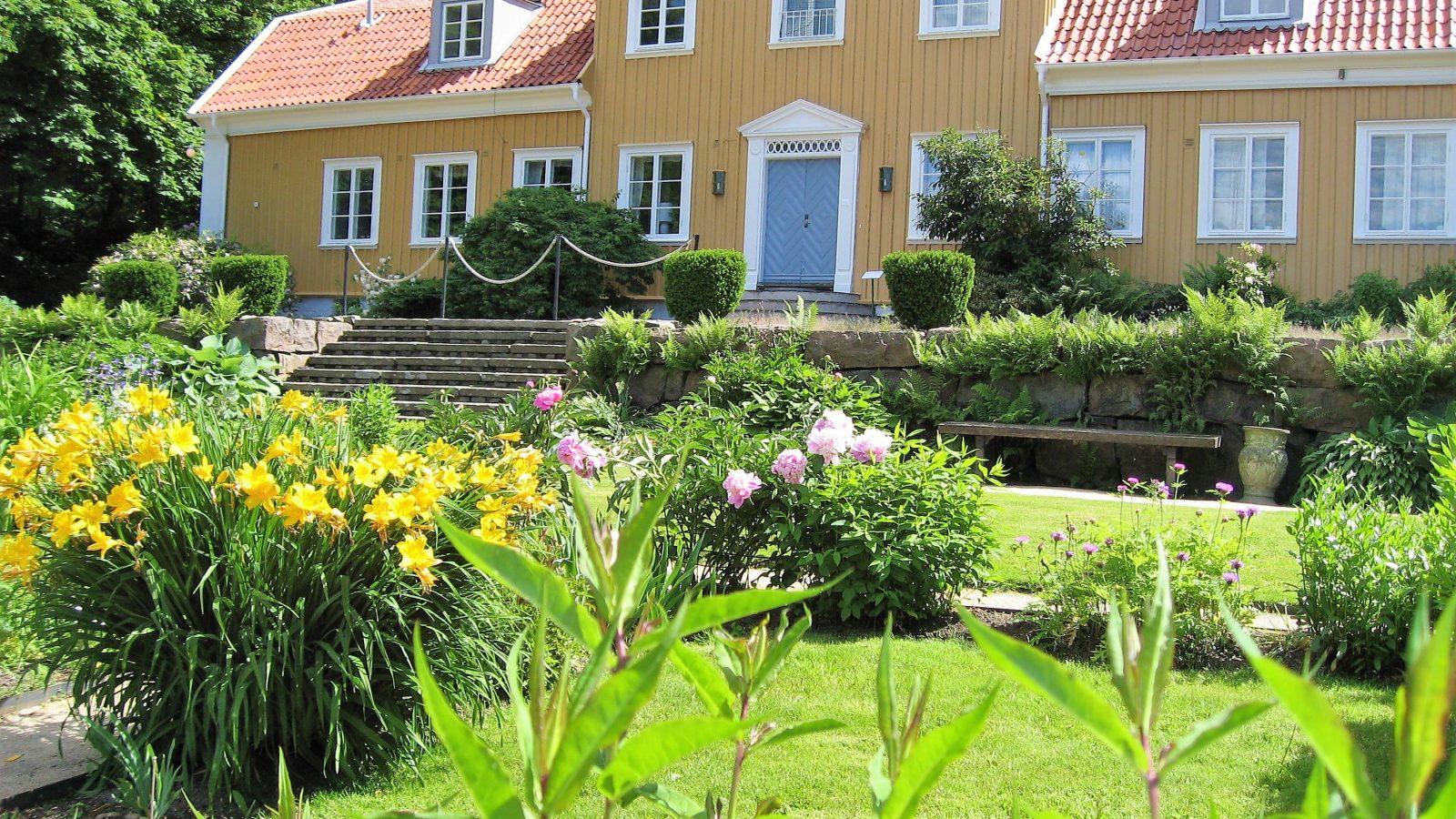 På utflukt til Gøteborgs botaniske Hage - Hovedhuset med hage foran