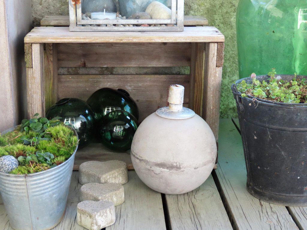 Slik kan du lage et vårlig arrangement på terrassen - Nærbilde av detaljer