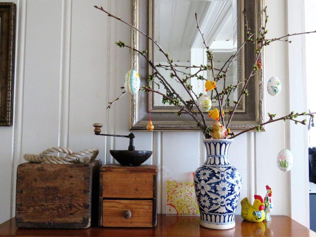 Slik driver du frem kvister i blomst inne - ta våren på forskudd