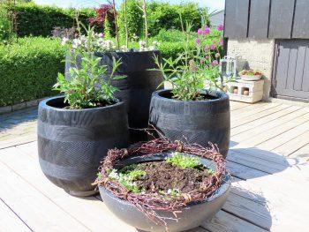 Jeg valgte dansk design og svarte krukker til terrassen - 3 nye krukker