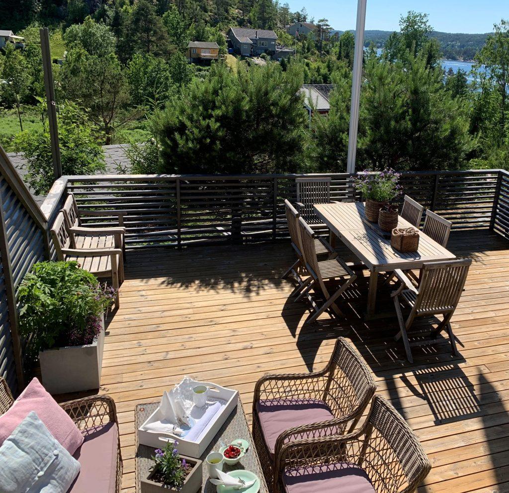 Oversikt over terrassen på hytta etter behandling med Sioox