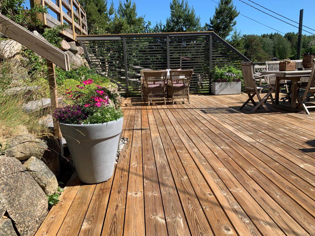 Trebeskyttelse med lang holdbarhet - hele terrassen på hytta er når ferdigbehandlet med Sioox