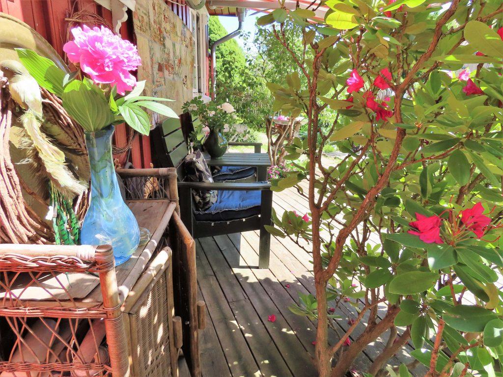 Når hagen preges av ditt kunstnersinn - skråblikk på terrassen