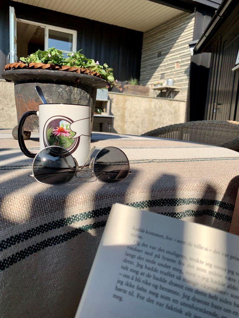 Solskjerming er godt når du vil lese og spise
