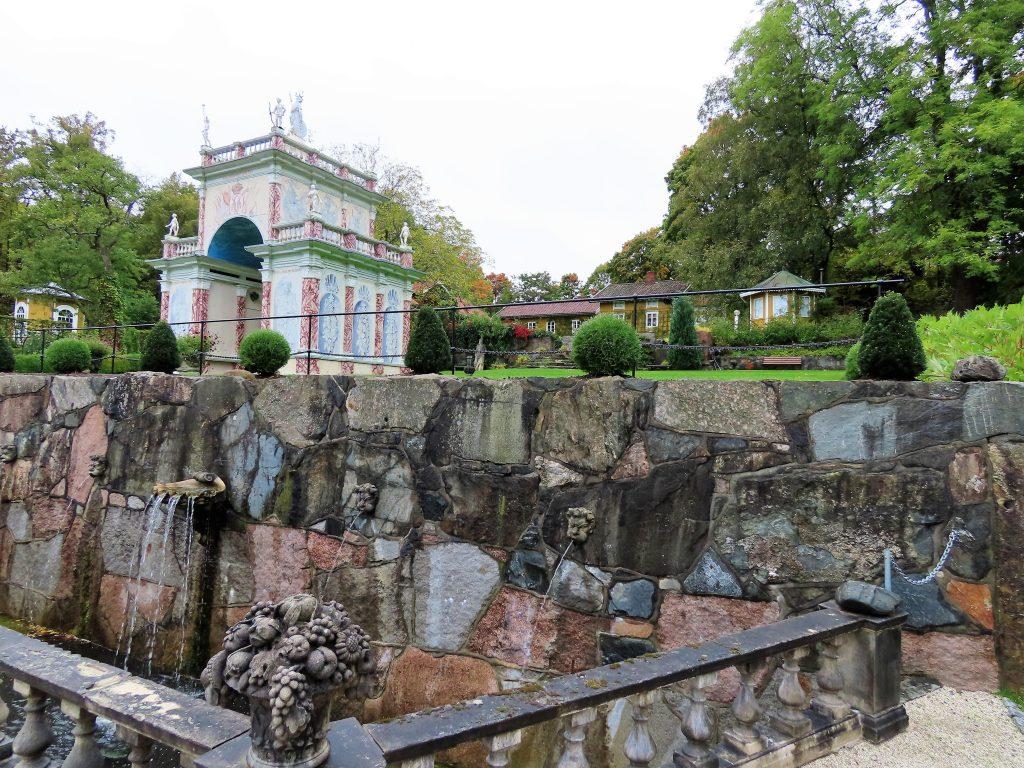 Det første fonteneanlegget du møter på i hagevandringen
