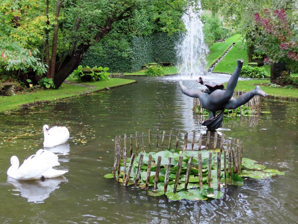 Skulptur i en av de store dammene i Havlystparken - foto 4