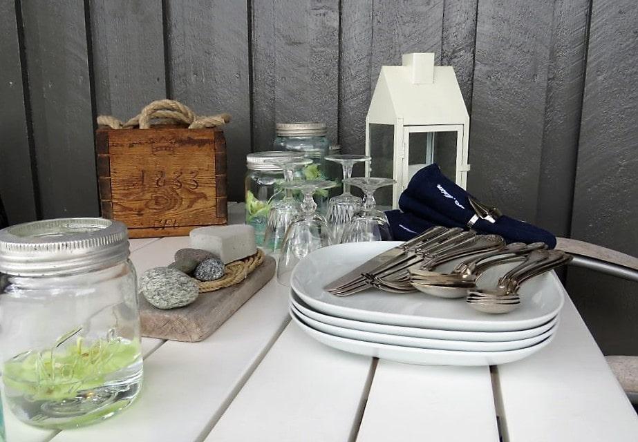 Elementer til borddekking i spisekroken