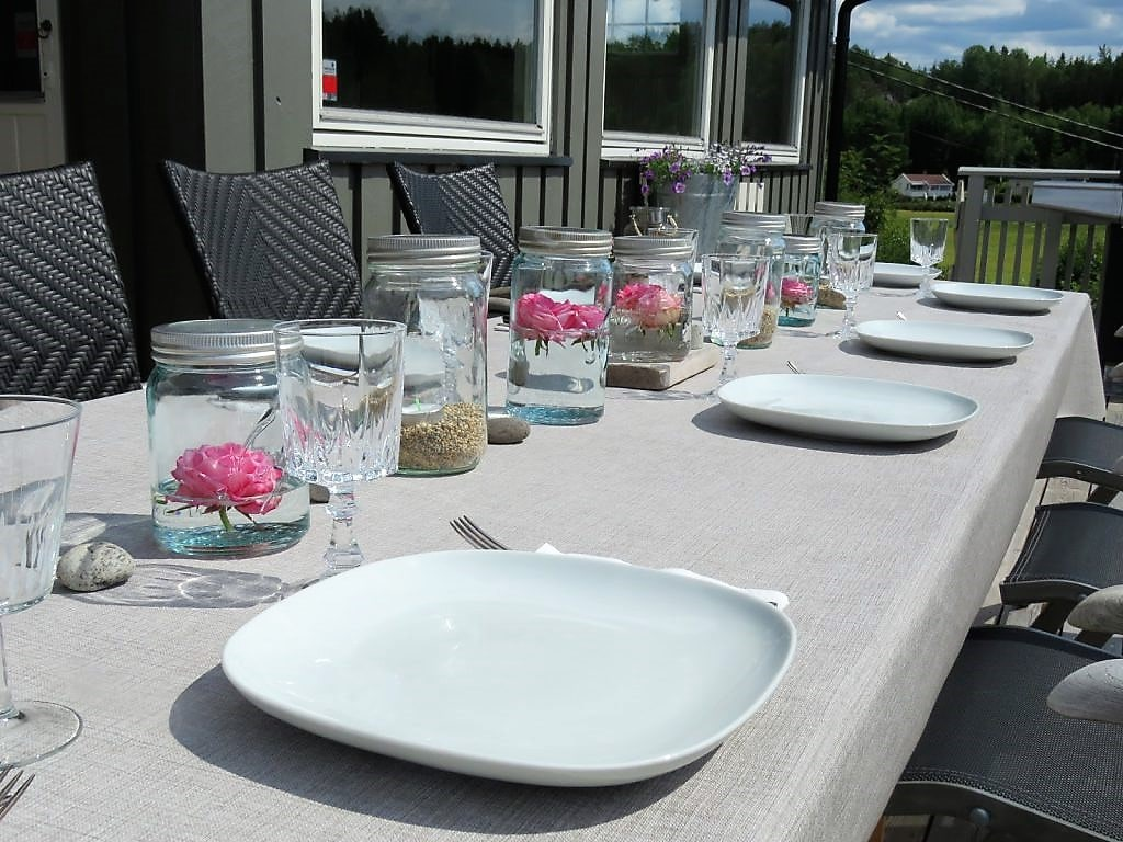 Inspirasjon til å rive og bygge veranda på hytta - borddekking
