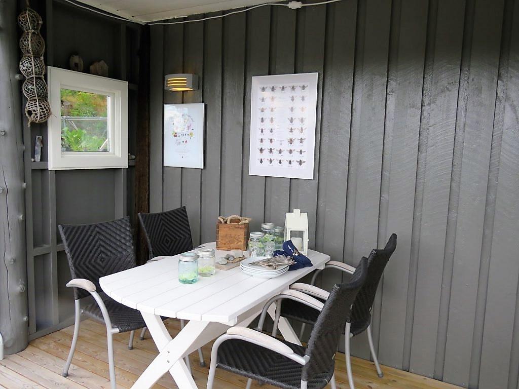 Inspirasjon til å rive og bygge veranda på hytta - spisekroken med levegg