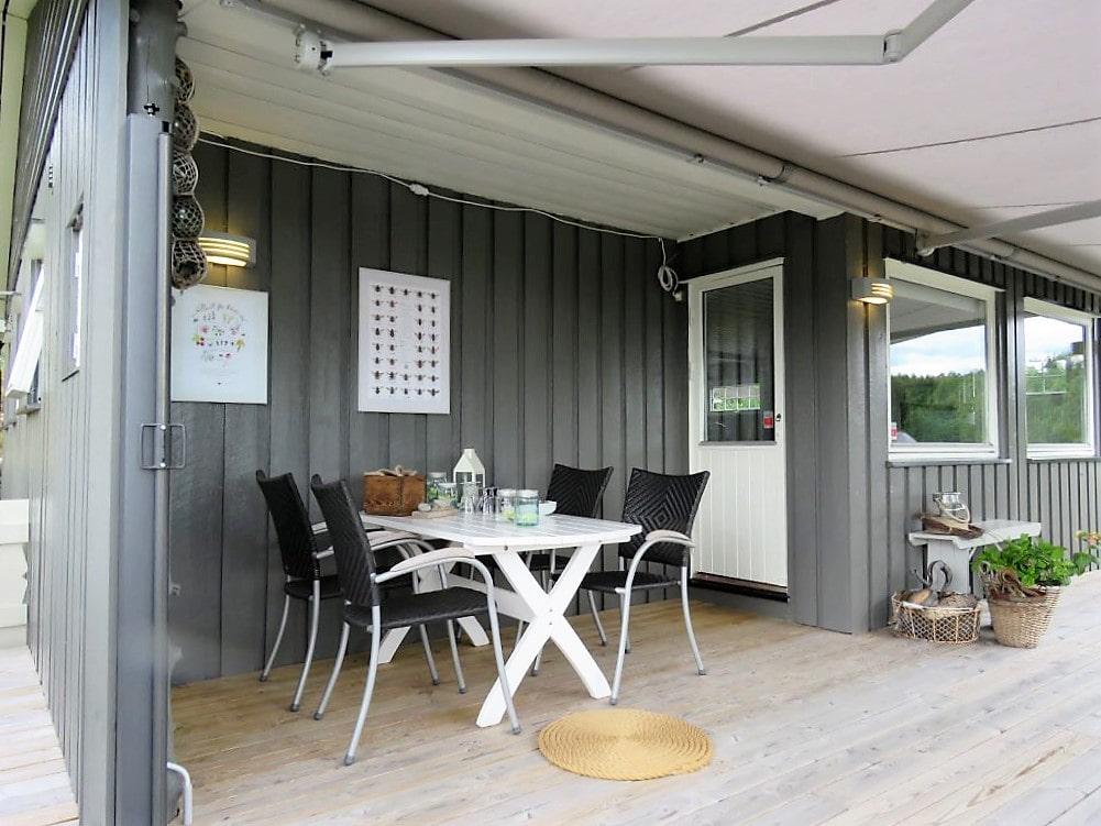 Inspirasjon til å rive og bygge veranda på hytta - verandaen sett fra sydvest