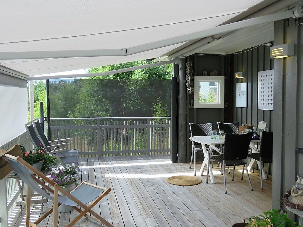 Inspirasjon til å rive og bygge veranda på hytta - verandaen som viser markisen