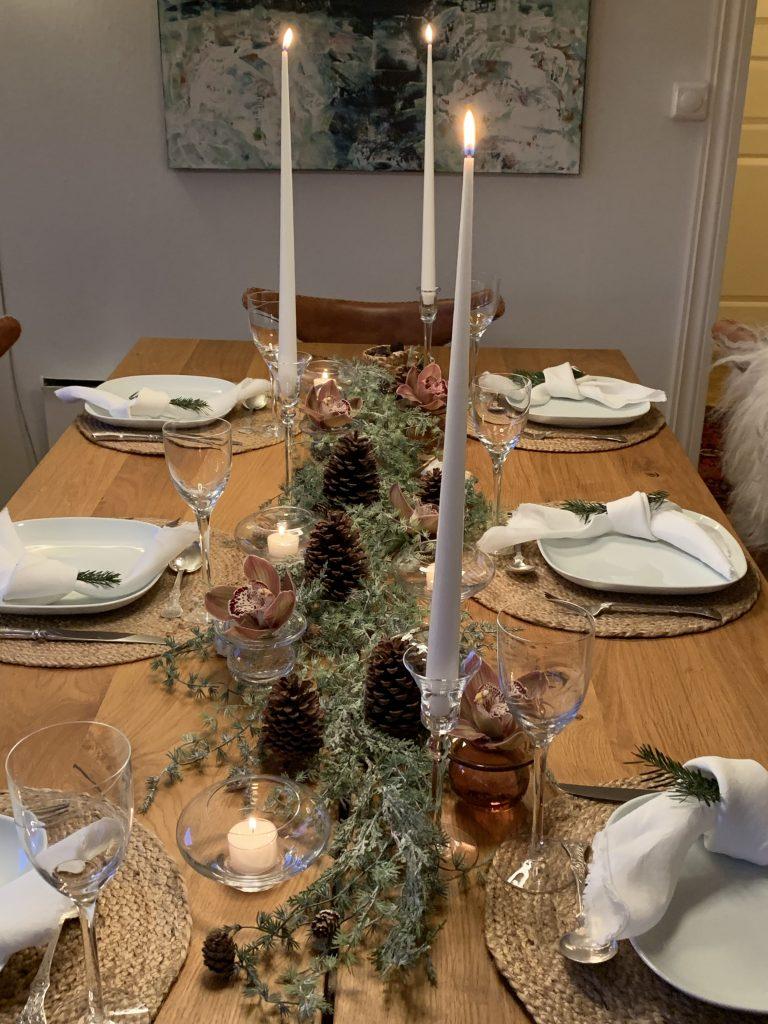 Dekke et fint julebord med gjenbruk - oversikt over hele bordet