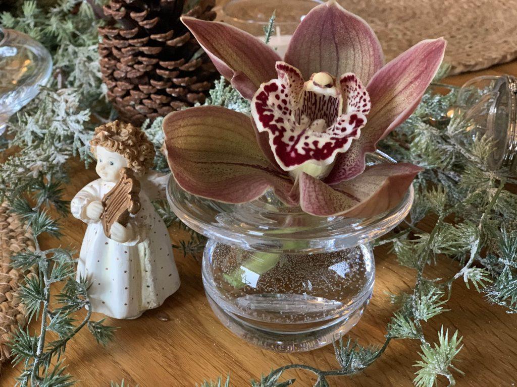 Detalj med engel på julebordet