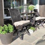 Urbant og landlig med stauder og stillebener - fra verandaen